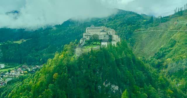 hrad werfen